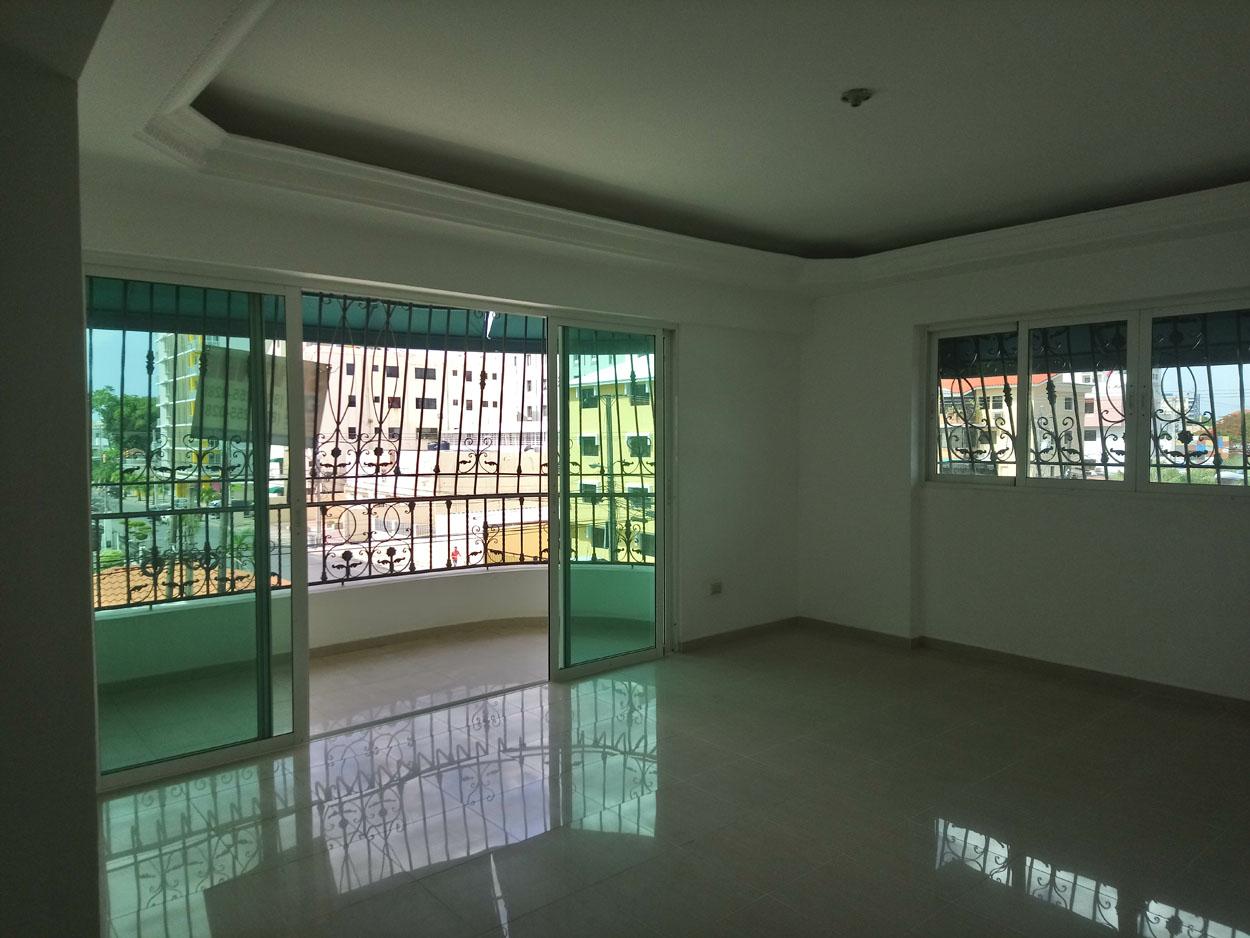 Apartamento en venta de 3 habitaciones 183 metros en Evaristo Morales precio USD$ 168,000 USD$168,000