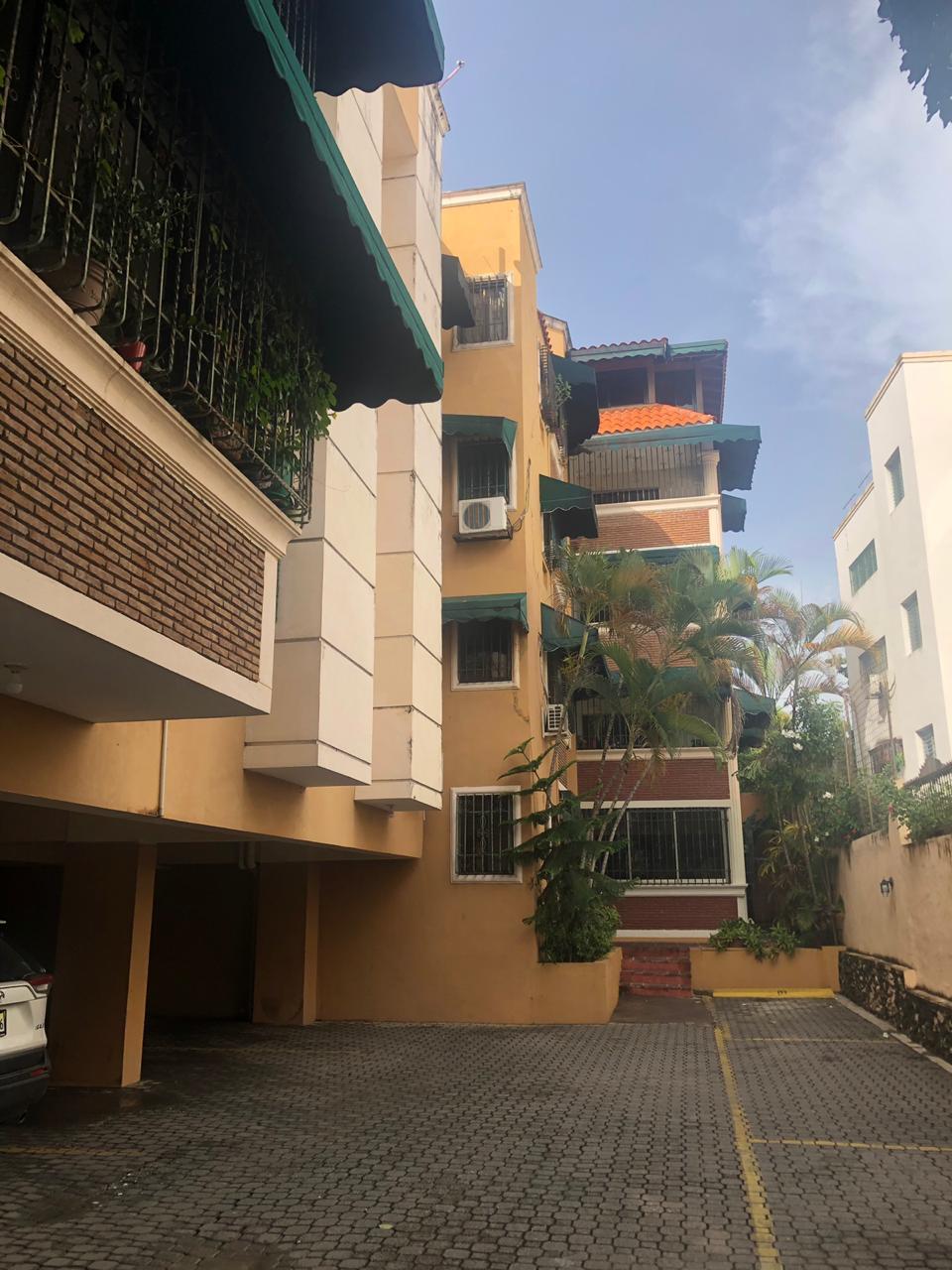 Apartamento en venta en el sector LOS RESTAURADORES precio RD$ 5,400,000.00 RD$5,400,000