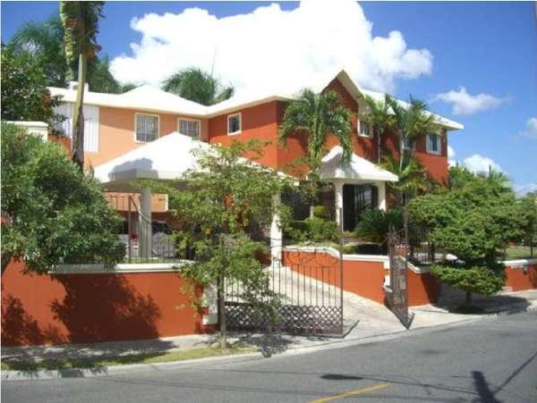 Vendo casa en Cerros de Arroyo Hondo III en RD$19,000,000 RD$19,000,000